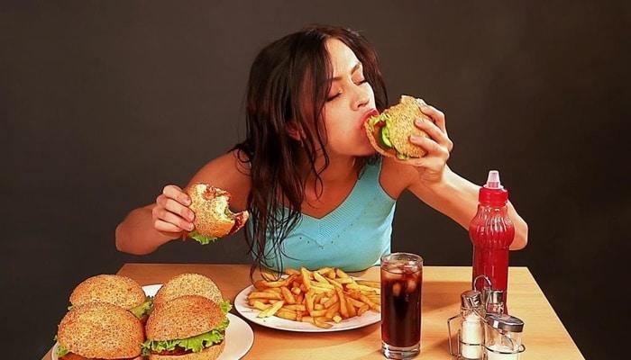 Sinais de Que Sua Relação Com a Comida se Tornou Compulsão Alimentar!